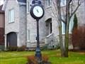 Image for Une horloge sur la pelouse! La Prairie-Québec, Canada