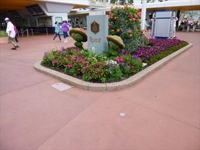 Epcot - Plaque & Flag - Walt Disney World Resort - FL
