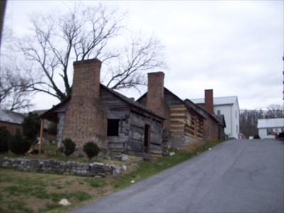 These are reconstructions of the slave quarters that are located behind the Derry Inn, next to the Court House, this whole area was bombarded by the Federal guns from Cemetery Hill.