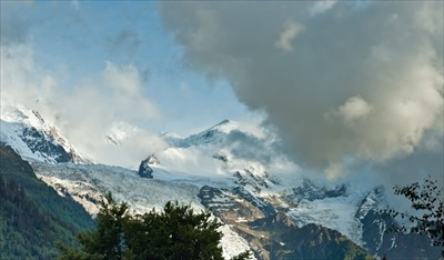 From Chamonix, you can see Bossons Glacier comming from Mont Blanc