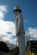 "Image for ""The Plantation Inn"" Muffler Man.  Chicopee, MA."