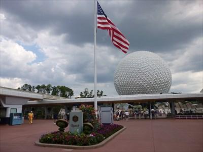 Epcot - Plaque & USA Flag - Walt Disney World Resort - FL
