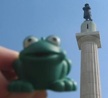 Froggy in front of the statue.