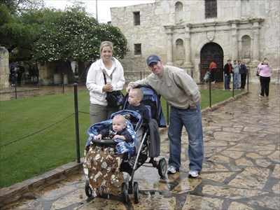 Just before we went into the Alamo....raining like crazy.