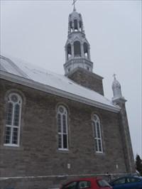 Photo prise sur un côté de l'Église.Photo taken on one side of the church.
