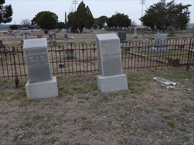 Inside the McCullough family plot.  Robert E. Lee is at right, with his parents, Alex and Tabitha.