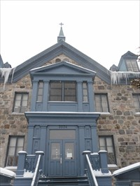 Façade principal son escalier et l'entré du couvent.Leading front staircase and entered the convent.