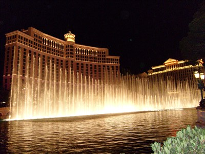 I visited the Bellagio & fountains with Mair Wales,   I guess the most popular free attractions on the Vegas Strip. The fountains are choriographed to music and are shown every 15 minutes, I spend hours there on every visit to Las Vegas.
