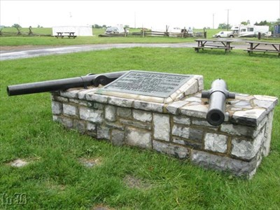 A monument with a plaque and 2 guns commemorates the Battle of New Market.