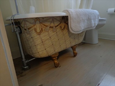 Claw foot tub from The Juliet