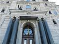 Image for La porte centrale de l'Hôtel du Parlement de Québec, Québec, Canada