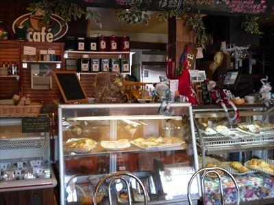 Comptoir pour les repas léger, sandwicheries, chocolat belge et dessert maison.Counter for light meals, sandwiches, Belgian chocolate and homemade dessert