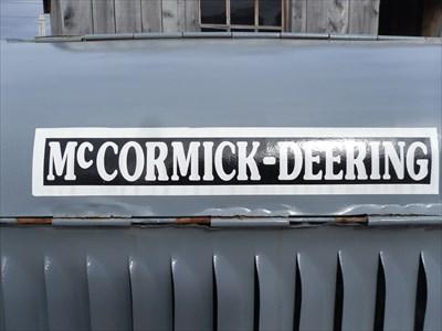 Gros plan du model du tracteur. Mc Cornick Deering.  Closeup of the model of the tractor. Mc Cornick Deering.