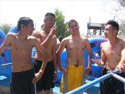 the only remaining Manteca Waterslide pictures we could find on the internet (http://community.webshots.com/album/167848313cfzsgl)