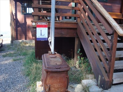 notice the rusty stove that has been allowed to greet visitors