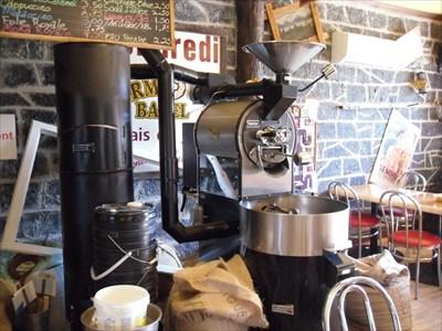 La fameuse machine a toréfier les grains de café