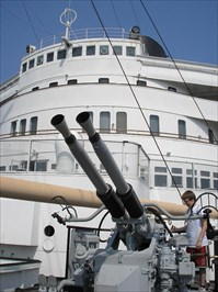 This anti-aircraft gun is mounted on the forward deck.  The Queen Mary never fired a gun in anger.