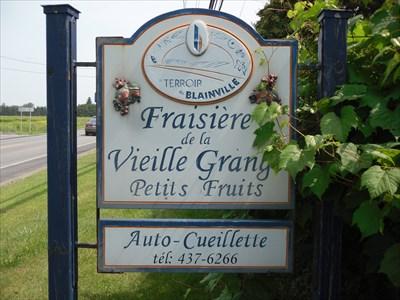 Affiche sur le bord de la Rue Saint-Louis.