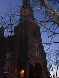 Un soir de Janvier juste un peux de lumières pour éclairé l'Église.One evening in January just can lights to lit the Church.