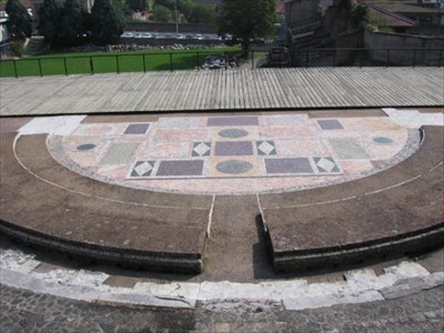 The pavement of the orchestra of the Odeum is formed by and ensemble of marbles from all the countries around the Mediterranean : Italy, Greece, Turkey, Egypt, Tunisia.  The size of the slabs and the variety of the marbles make this one of the most remarkable pavements in the whole of Roman Gaul.