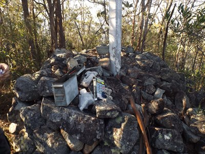 The rock cairn base is still in adequate condition. Not much of a view without stepping up on to the cairn. 0800, Thursday, 16 November, 2017