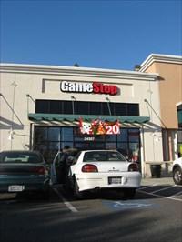 Deadly shooting inside Hayward GameStop - Hayward, CA - News