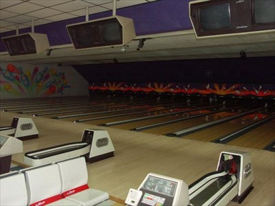 The other side was packed with bowlers but I didn't want to take their picture - these lanes were getting cleaned.