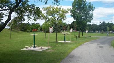 Sentier d 39 exercice ext rieur du parc delorme montr al qc for Piscine exterieur montreal