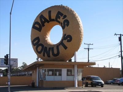 Dale's Donuts, Pane 2, Compton, California