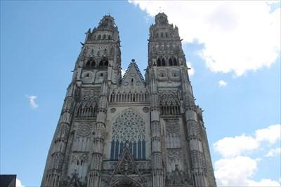 Le point géodésique situé en haut de la Cathédrale St Gatien de Tours