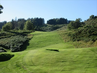 The 5th/14th hole is straight up the hill towards the marker post at the top.