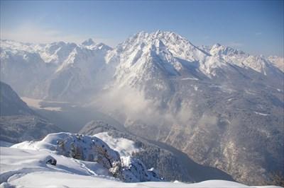 ... auch im winter bei schönem wetter nur zu empfehlen. dazu muss man nicht unbedingt skiafin oder snowboarderfahren sein, man kann auch so genug erleben.