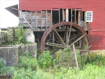 The water wheel on the side of the mill. Been a WHOLE lotta years since it turned.