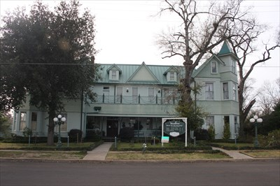Shapira Hotel Now The Woodbine Madisonville Tx Victorian Houses On Waymarking