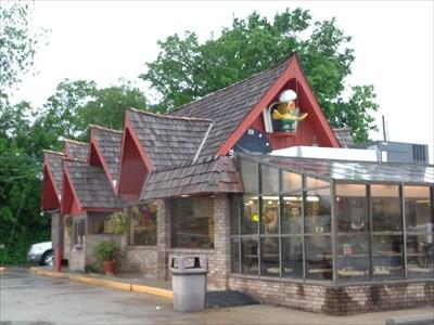 veritas vita visited Waylan's KuKu Burger