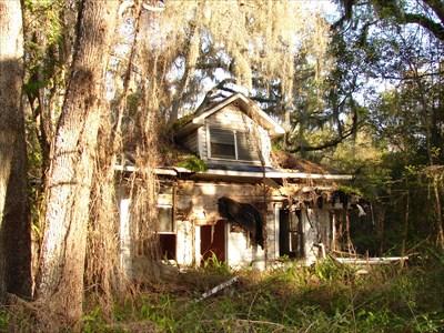 Main street abandoned home brooksville fl unoccupied for Sheds in brooksville fl