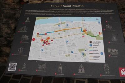Une plaque indiquant les différentes étapes du circuit de St Martin à Tours