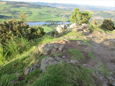 Looking over the edge of the cliff with the Friarton Bridge below.