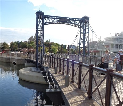 Disney Springs - Pedestrian Suspension Bridge