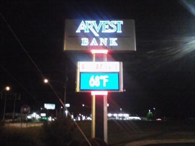 Arvest Bank - Pleasant St - Springdale AR - Time and