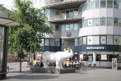 Le Mc Donald de Tours situé en plein centre et en prime à côté de la gare de Tours