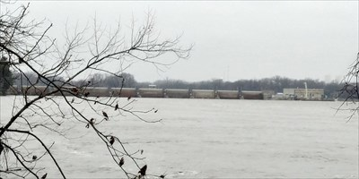 A view of the Starved Rock dam at the river trail.