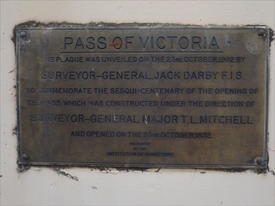 The Institution of Surveyors plaque on the Mitchells Ridge 'Trig' memorial column. 1728, Sunday, 3 October, 2016