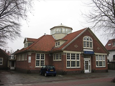 Former library, built in 1913. It houses a pharmacy now