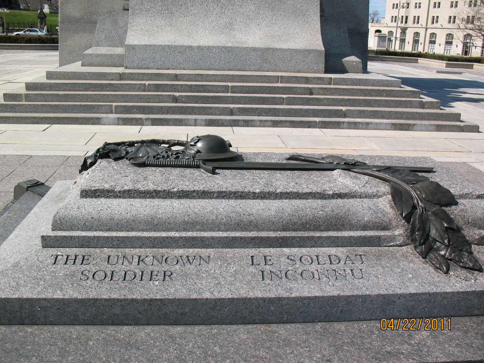 tomb of unknown The tomb of the unknown soldier is guarded 24 hours a day, 365 days a year, and in any weather by tomb guard sentinels sentinels, all volunteers, are considered to be the best of the elite.