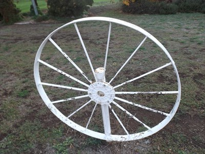 Close up of one of the Wagon Wheels at Sunset Park. 1727, Monday, 6 May, 2019