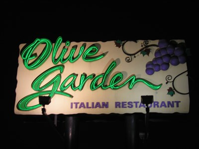 Olive garden warren mi u s a neon signs on for Olive garden van dyke