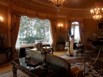 Pittock Mansion Music Room (10/04/10), photo by howarthe