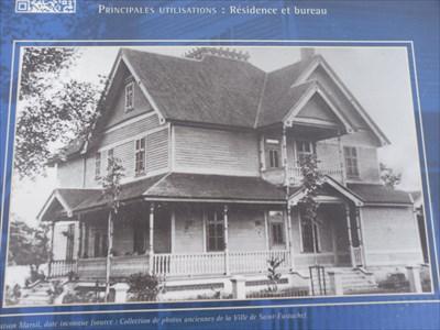 Photo de la Maison Marcil du temps du Docteur Charles Marcil.  House photo Marcil time Dr. Charles Marcil.
