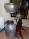 Vue de face du séparateur de lait.Front view of the milk separator.